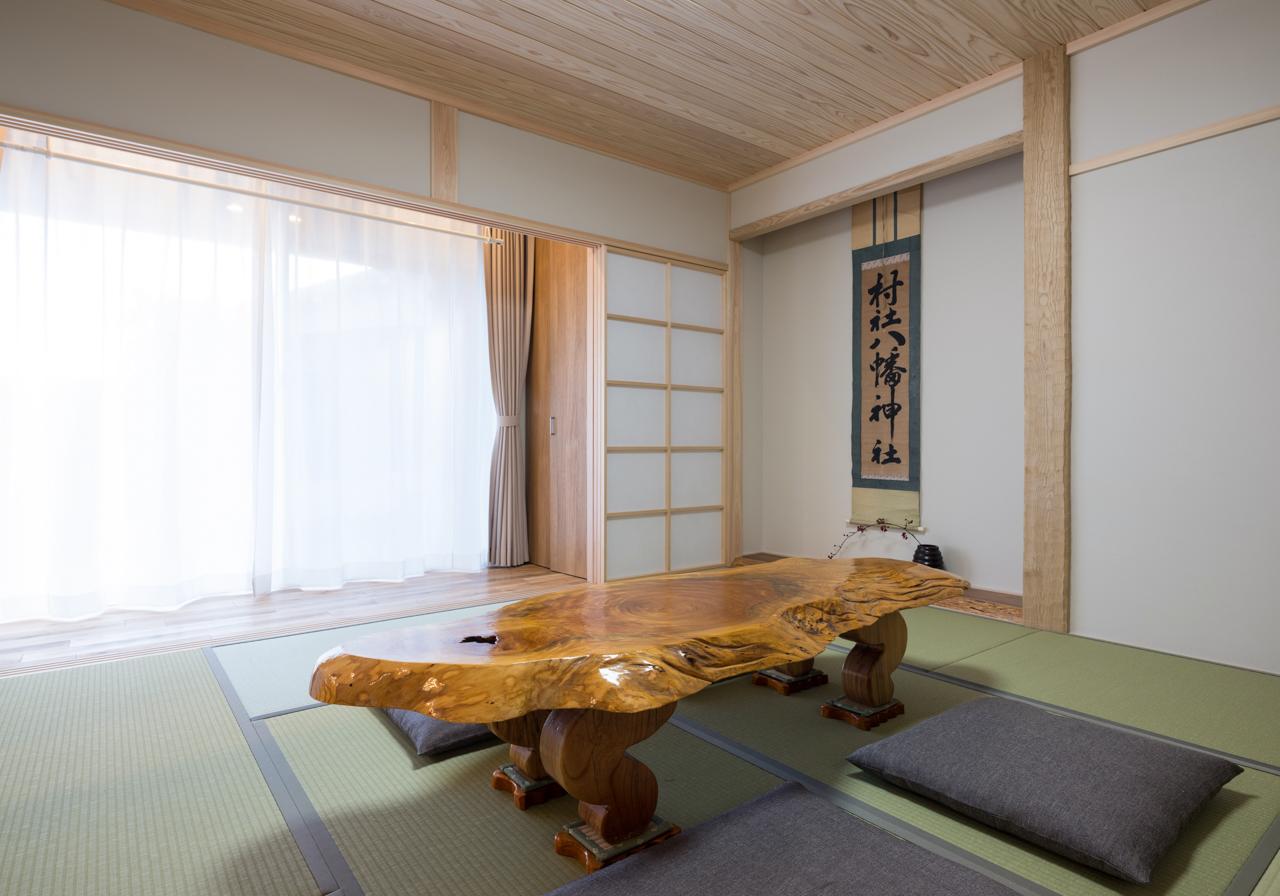 南向きで日当たりの良い8畳の和室。