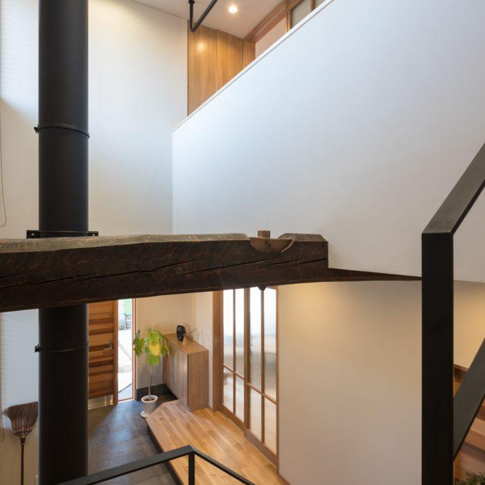 解体前の歴史あるお家で使われていた梁を新しいお家でも受け継いでいます。